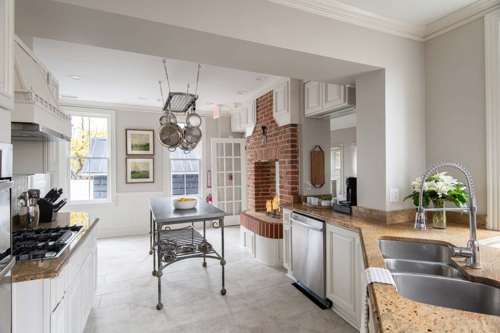 An extensive kitchen make-over, with new appliances, a contemporary figuration and white paint complete this Bed and Breakfast's transformation; guests are welcome at any time.